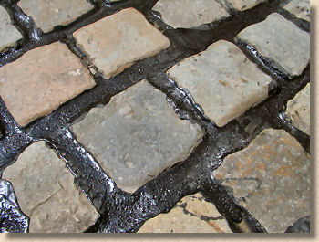 'bitumen jointed setts' from the web at 'http://www.pavingexpert.com/images/aggs/pitch_setts.jpg'
