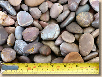 '20mm shingle' from the web at 'http://www.pavingexpert.com/images/aggs/shingle_20mm.jpg'