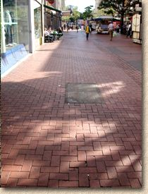 'streetscene' from the web at 'http://www.pavingexpert.com/images/blocks/clays_street01.jpg'