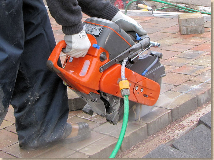 saw cutting block pavers