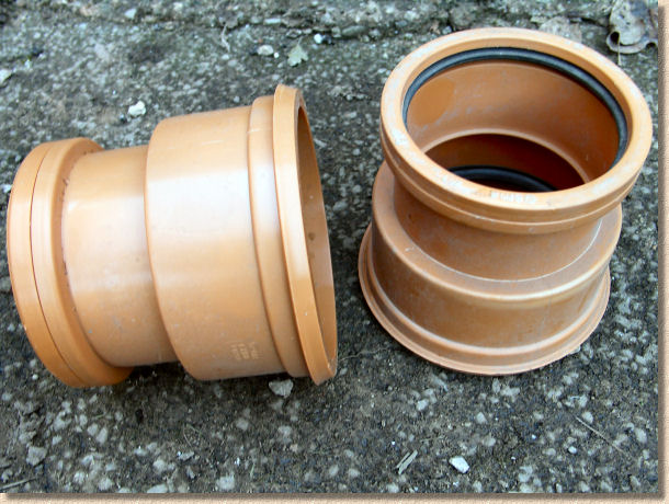 'non-adjustable adaptor couplings' from the web at 'http://www.pavingexpert.com/images/drainage/ic/08.jpg'