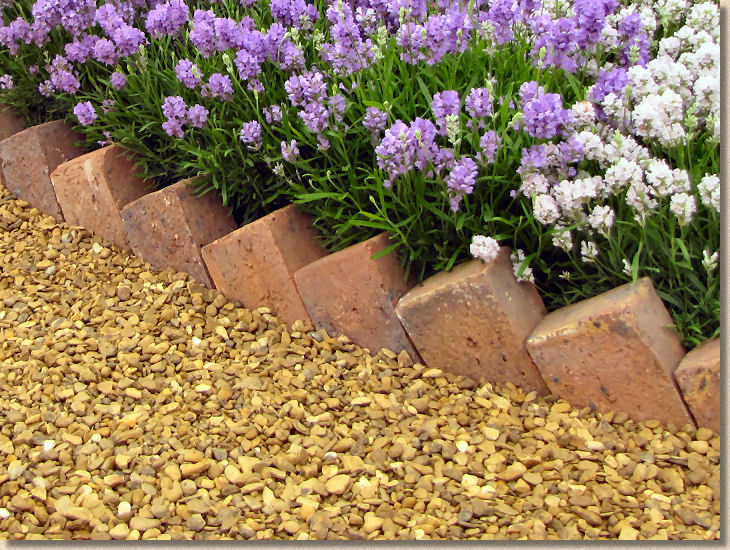 Pavingexpert edgings kerbs sawtooth edging for Brick sidewalk edging