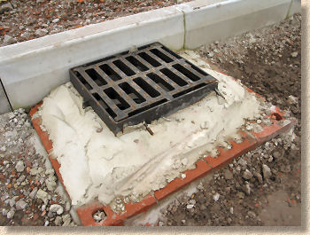 'gully grating' from the web at 'http://www.pavingexpert.com/images/features/gully_bwk.jpg'