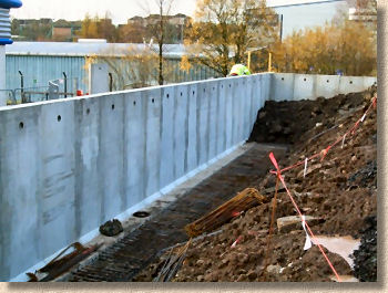 'retainer groundwall' from the web at 'http://www.pavingexpert.com/images/ground/groundwall2_jpconcrete.jpg'