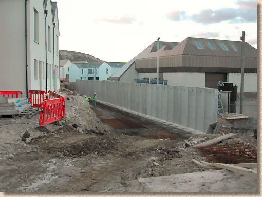 'precast retainer groundwall' from the web at 'http://www.pavingexpert.com/images/ground/groundwall_jpconcrete.jpg'