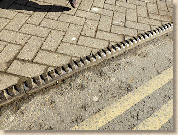 castellated steel kerb