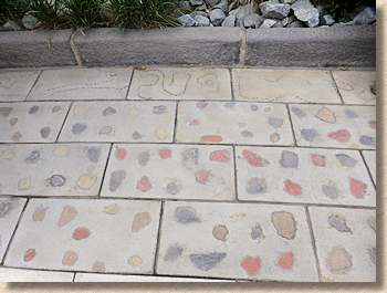 wet cast paving with inclusions