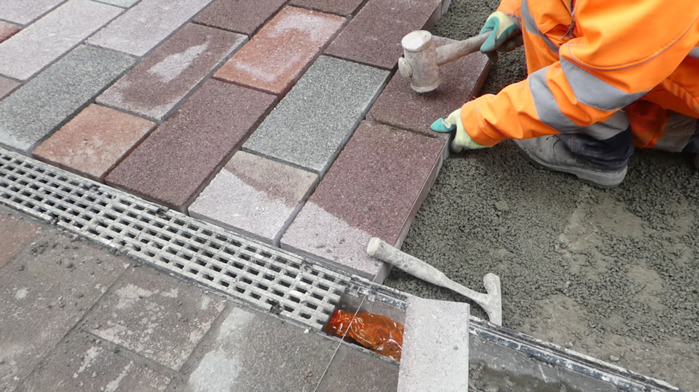 laying blocks on mortar bed