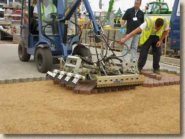 Machine lay paving