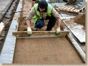 screeding the laying course