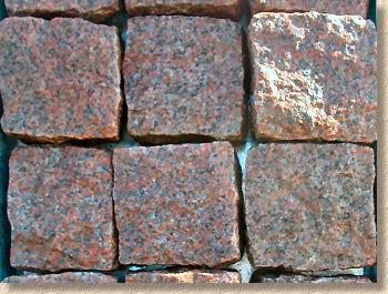 yontulmuş kırmızı granit