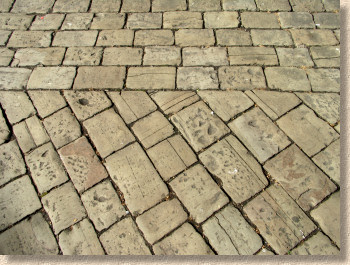 close jointed gritstone setts
