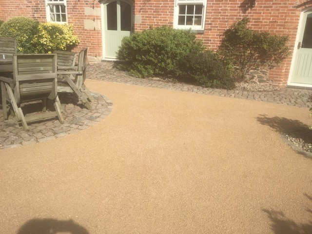 Breedon Golden Gravel 01