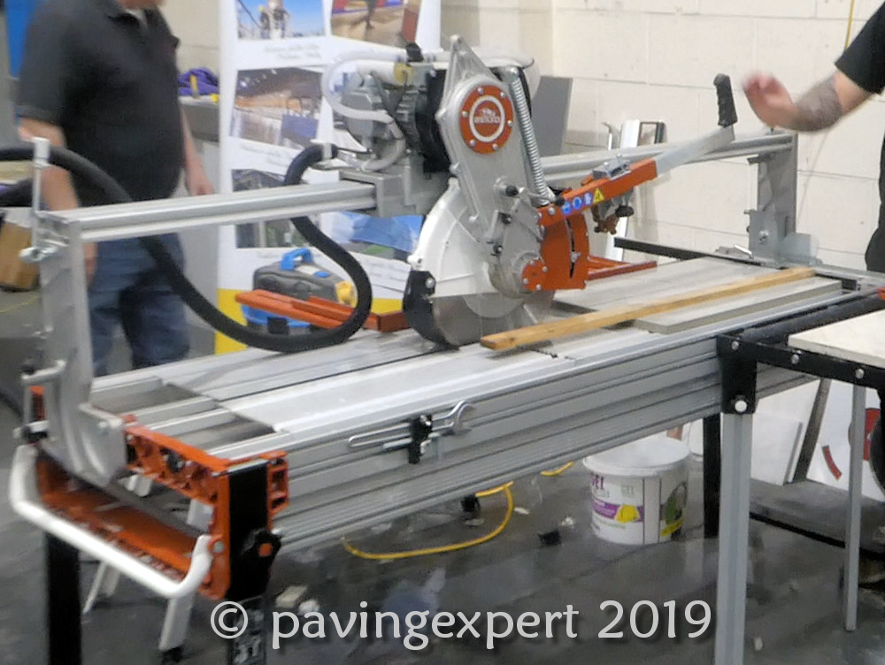 bench saw for cutting porcelain paving